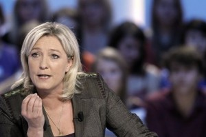 303130_marine-le-pen-le-11-avril-2012-lors-du-grand-journal-de-canal