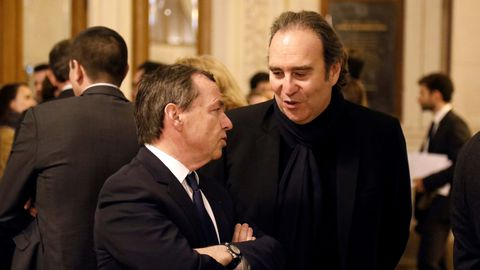 french-telecom-iliad-group-founder-and-vice-president-xavier-niel-speaks-with-french-telecoms-sfr-group-ceo-alain-weill-in-paris_6109534